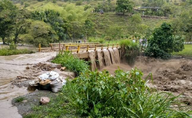 200 familias fueron afectadas en Bugalagrande por la creciente del río