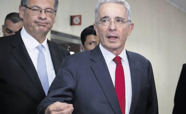 Defensa del expresidente dice que decisión de Fiscalía es un paso hacia la dirección correcta