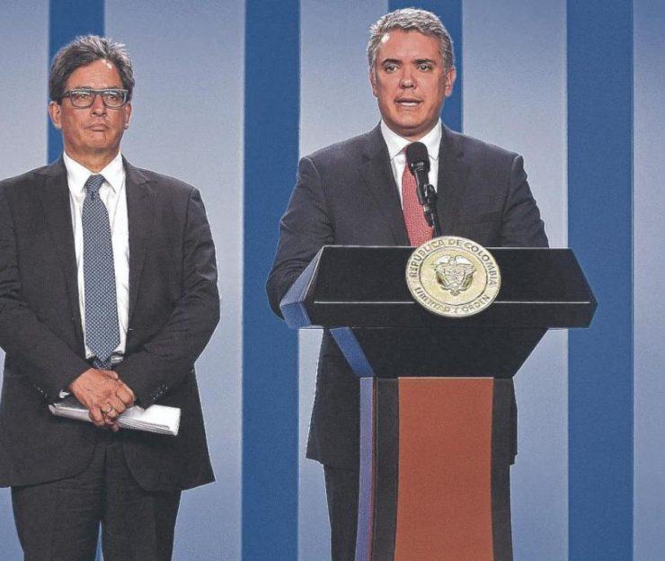 El Gobierno y expertos coinciden en ampliar IVA y renta a personas | Economía