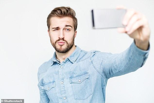 El narcisismo es impulsado por la inseguridad y no por un sentido inflado de uno mismo, revela el nuevo estudio.  Los autores dicen que el narcisismo 'ha sido fundamentalmente incomprendido'