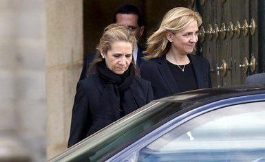 La Infanta Cristina (D) y su hermana, la Infanta Elena (Reuters)