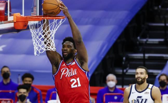 Los Sixers, con un intratable Embiid, se quedaron con el duelo de líderes ante Utah en la NBA