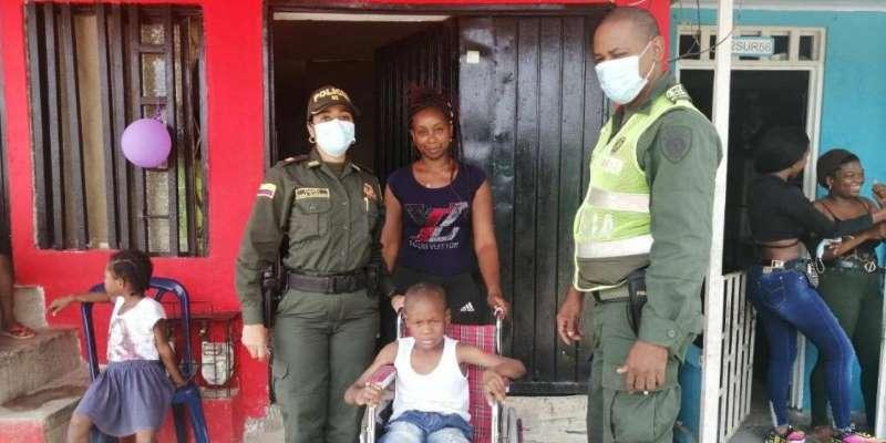 El 'Súper Agente' Bonilla y su labor con la comunidad en Buenaventura