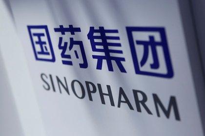 Un cartel de Sinopharm es fotografiado en la Feria Internacional de Comercio y Servicios 2020 de China en Beijing (Reuters/Archivo)