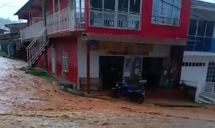 Fuertes lluvias en Dagua, Valle.En esta localidad vallecaucana se han registrado inundaciones en cuatro barrios.