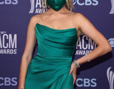 Verde de envidia: el impresionante vestido jade Dolce & Gabbana de esta cantante de Feeling Ballerini era sin tirantes, mostrando sus brazos y hombros tonificados con solo un toque de escote