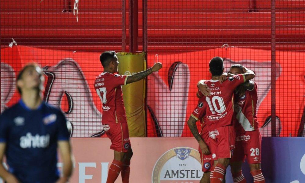 Argentinos debutó con victoria 2-0 sobre Nacional de Uruguay en Copa Libertadores