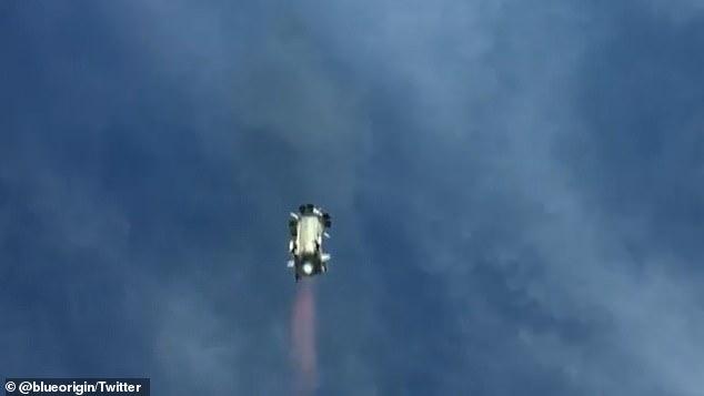 El precio no fue revelado, pero se espera que se publiquen más detalles el 5 de mayo para aquellos que envíen su nombre y correo electrónico en el sitio web de Blue Origin.  En la foto se muestra el cohete New Shepard momentos antes de aterrizar en la plataforma de lanzamiento.