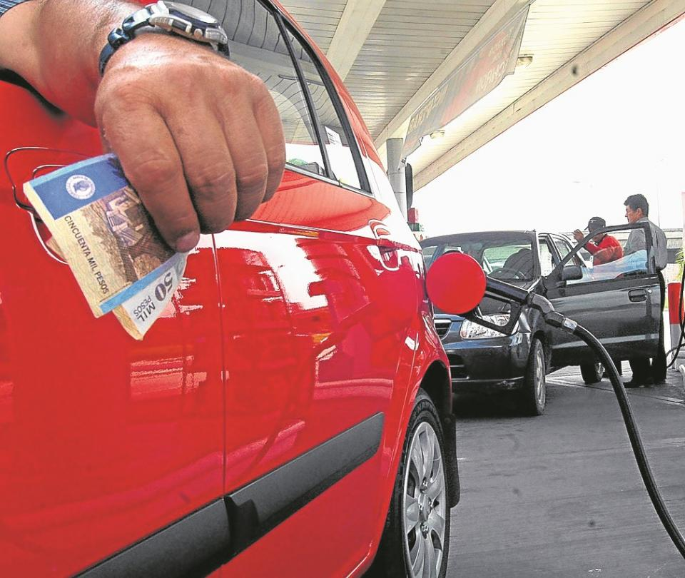 IVA a combustibles costaría $1,9 billones más a los consumidores | Reforma tributaria | Economía