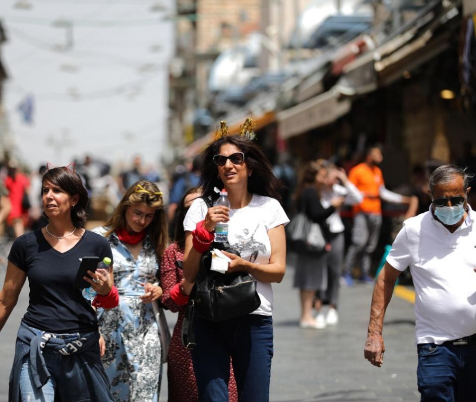 Israel dice adiós al tapabocas en la calle | Economía