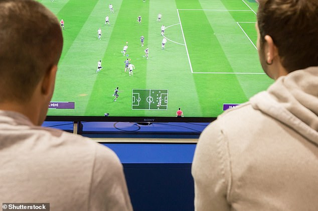 ¿Inclinarte hacia adelante te convierte en un mejor jugador de FIFA?  Investigadores del Reino Unido analizaron las posiciones de los jugadores en los asientos y el impacto que tuvieron en un juego de FIFA 21, la última entrega de la exitosa serie de videojuegos.  En general, pareció tener un efecto positivo en el rendimiento.