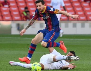 Real Madrid y Barcelona protagonizan un clásico crucial en el camino al título en España