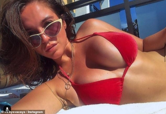 Informes: Según los informes, Vicky Pattison está animando a sus fanáticos a pagar una tarifa única de £ 142 y £ 32 al mes para que puedan unirse a su equipo de viajes para vender vacaciones.