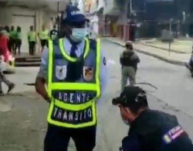 La historia detrás del video del agente de transito capturado en Buenaventura