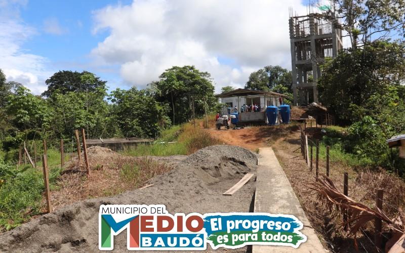 A buen ritmo avanzan los trabajos de construcción del acueducto de Puerto Meluk, cabecera municipal del Medio Baudó.
