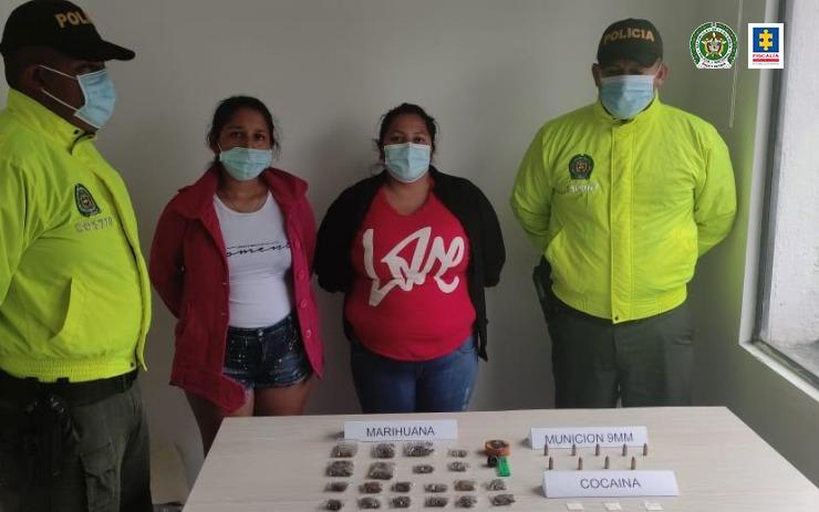 A prisión dos mujeres, presuntamente, implicadas en tráfico de estupefacientes y de municiones