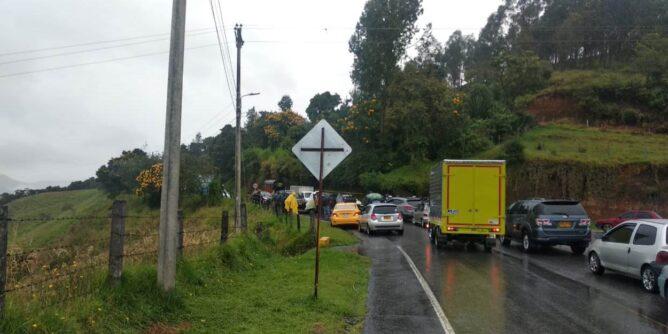 Bloqueada la vía Circunvalar Galeras en el municipio de Nariño