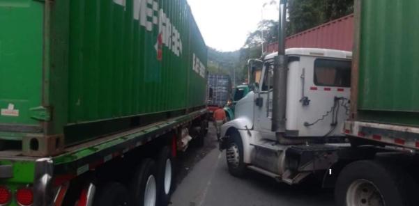 Camioneros bloquean sector de Cisneros, Valle del Cauca – Noticias Al Punto Buenaventura