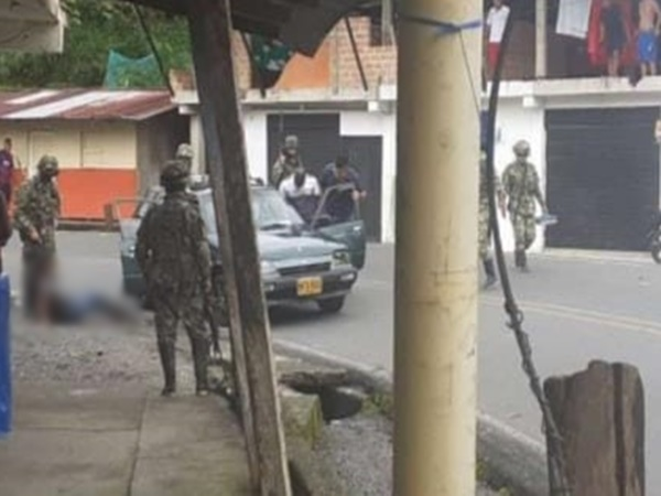 Denuncian que el Ejército disparó contra vehículo que movilizaba minguero Awá y lo hirió