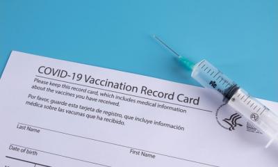 Detenido hombre en California por vender tarjetas de vacunación falsas