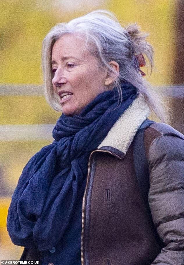Up do: la actriz de la lista A se veía impecable mientras recogía su nuevo peinado y lo alejaba de la cara con un gran clip de garra.