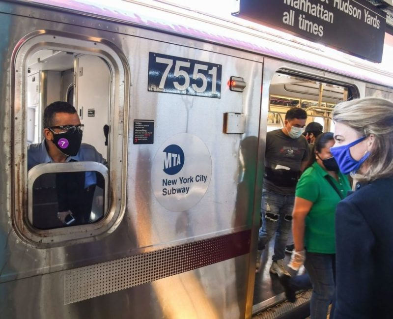 Estaciones de metro de New York comienzan a ofrecer vacunas
