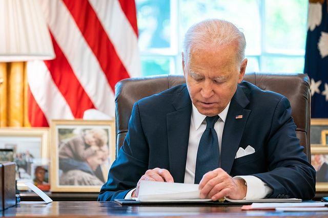 Más de 120 generales cuestionan salud mental de Biden