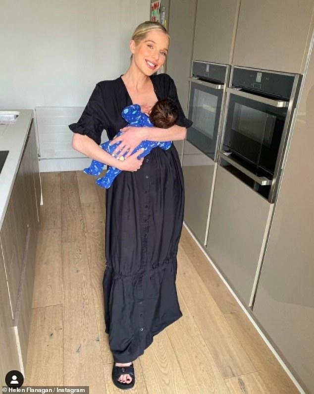 Encantadora: Helen Flanagan lucía cada centímetro como la madre cariñosa mientras posaba para unas radiantes instantáneas con su recién llegado Charlie el martes.