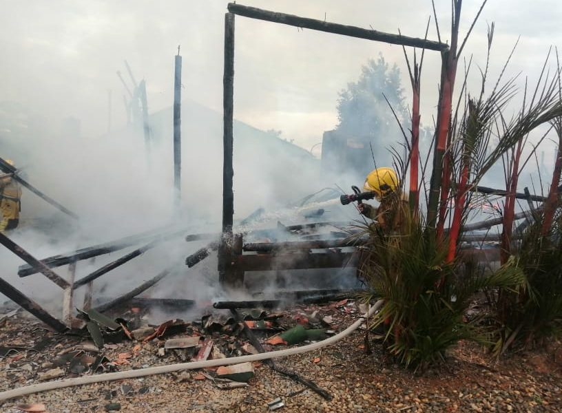 Incendio consumió vivienda en la vereda La Fuguita