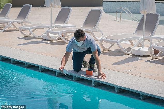Debido al alto uso de la piscina durante los cierres pandémicos, los precios del cloro aumentaron un 37 por ciento en marzo y podrían subir otro 60 por ciento de junio a agosto.