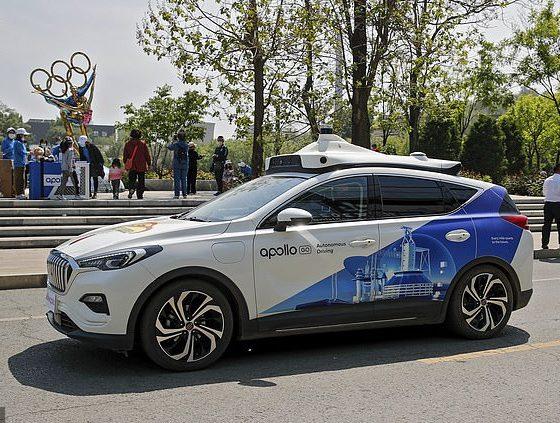 La flota de Baidu de 10 robotaxis autónomos Apollo Go comienza a recoger pasajeros en el parque Shougang de Beijing el domingo durante el fin de semana festivo del Día del Trabajo.