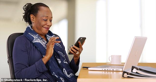 Los seres humanos se han vuelto tan dependientes de los teléfonos inteligentes en nuestra vida diaria que se están 'convirtiendo en nuestros hogares', según un nuevo estudio sobre su uso e impacto.  Imagen de archivo