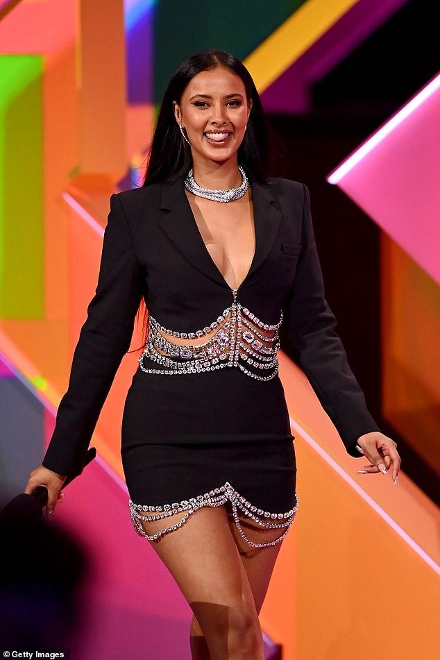 Confesión: Maya Jama mantuvo las risas y los sonrojos durante la entrega de Celebrity Juice del jueves por la noche, cuando hizo una confesión con calificación X durante un juego.
