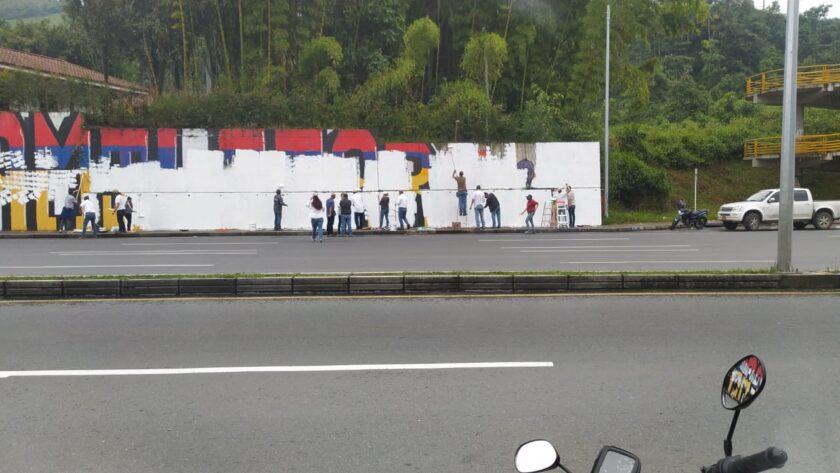 Pintaron de blanco mural en San Marcel