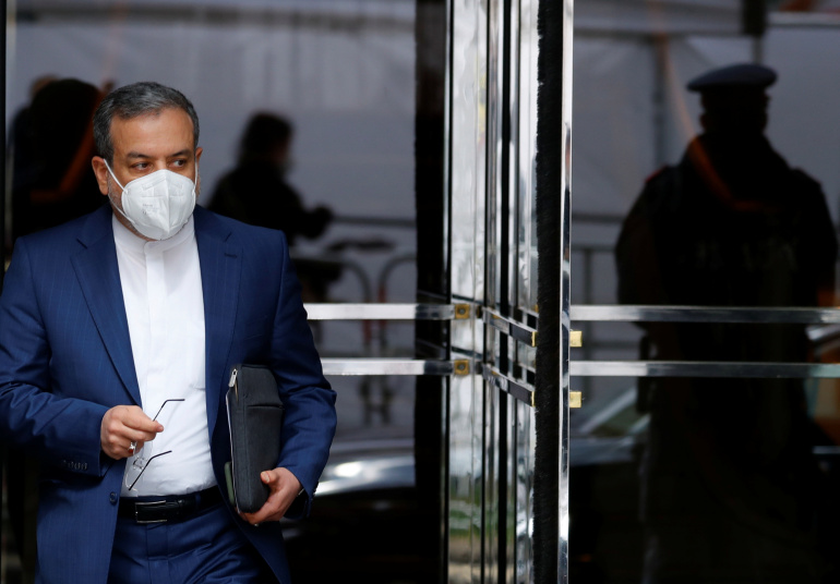 Se espera que se levanten las sanciones de Estados Unidos al petróleo y los bancos: negociador de Irán