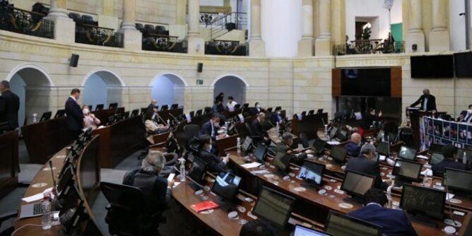 Senado rechazó moción de censura contra el ministro Molano