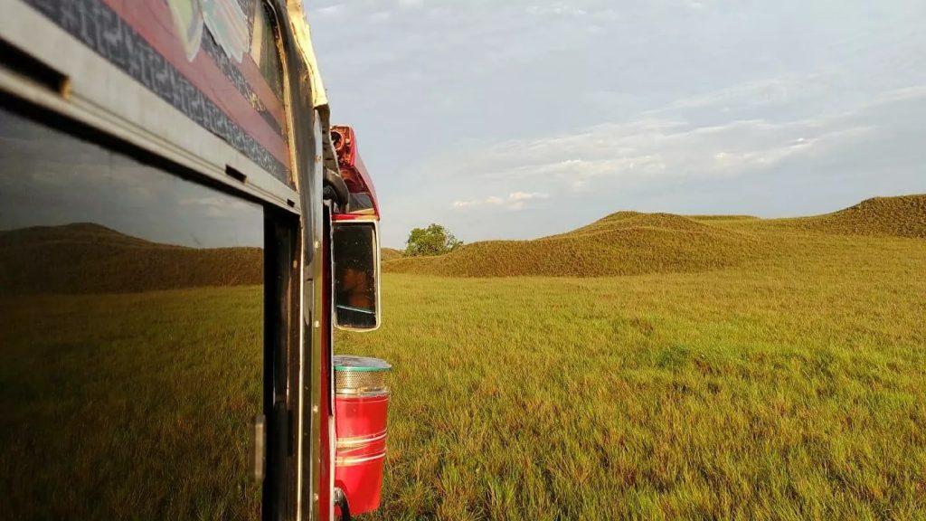 Ser conductor de bus en una tierra sin carreteras: la hazaña de un colombiano
