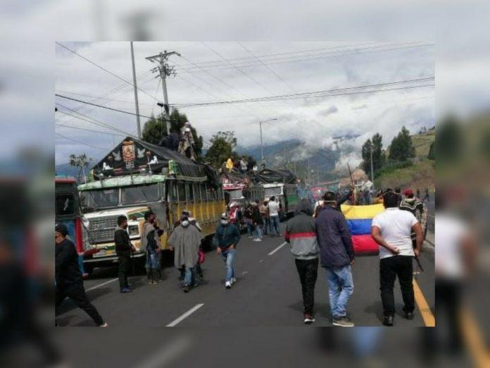 Tangua en Nariño sigue en paro y con bloqueo de la vía