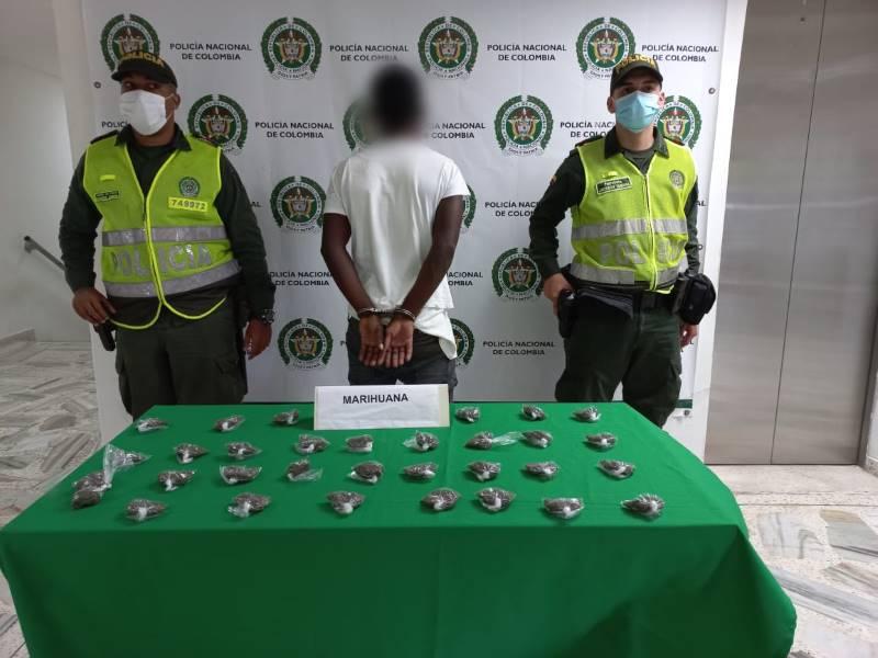 En las últimas horas fue Capturado un individuo por el delito de Tráfico, Fabricación o porte de sustancias Estupefacientes en el barrio Viento Libre en Buenaventura