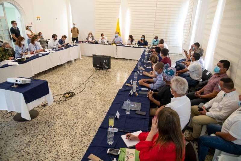Vargas Lleras dice que se acordó inspección de particulares a carga que entra y sale de Buenaventura; el gobierno lo niega