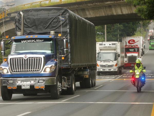Acuerdos entre transportadores y Ministerio de Transporte para levantar paro | Gobierno | Economía