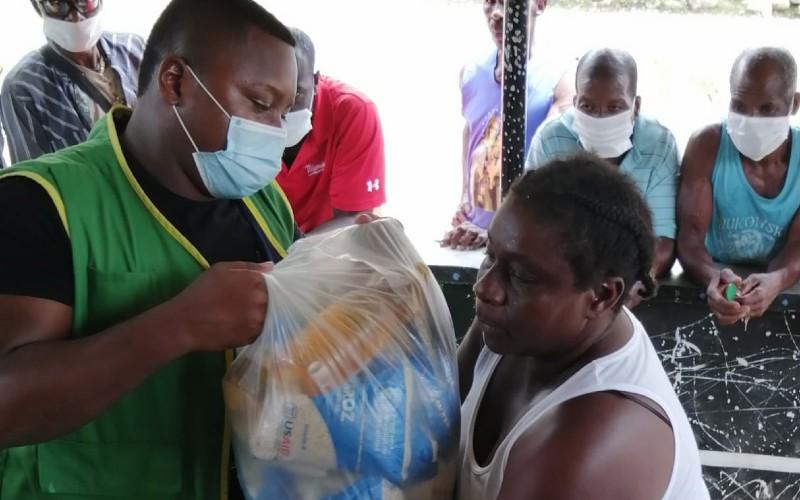 Administración municipal de Bagadó en articulación con otras entidades, hizo entrega de 2 toneladas de alimentos a la población vulnerable.