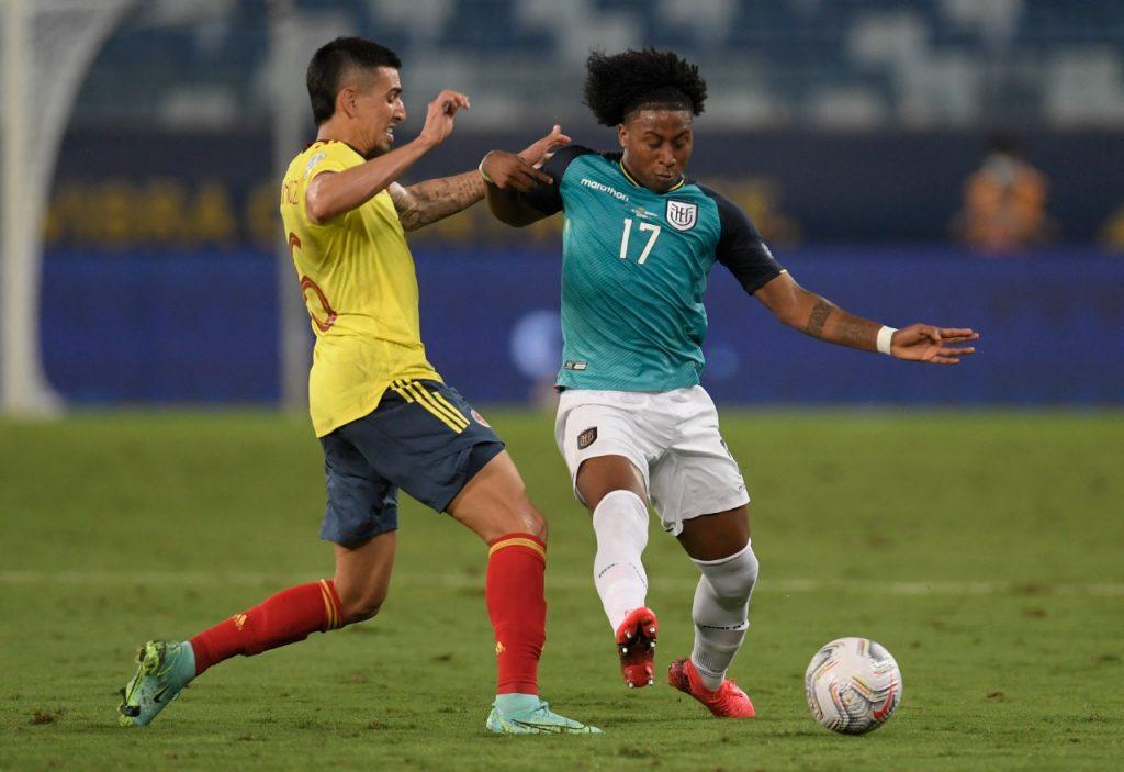 Cardona le salvó el debut a Colombia con magia y gol