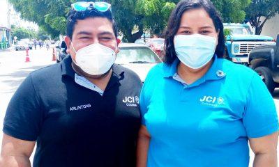 Arlengton Jaruffe y Catia Robles inductor y presidenta de J.C.I. respectivamente, en Maicao.