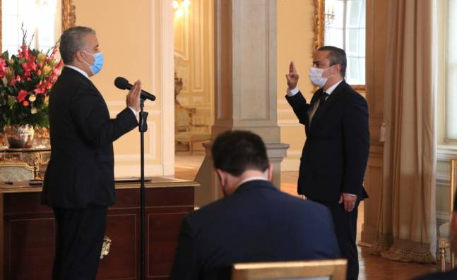 Juan Camilo Restrepo se posesionó como nuevo Alto Comisionado para la Paz