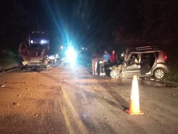 Pasto: aparatoso accidenteentre camión y campero dejó varios lesionados