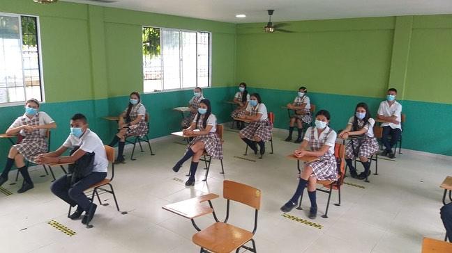 Profesores tienen que ir a clase presencial desde el 15 de julio, dice ministra de educación