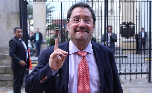 Salida de Francisco Santos de la embajada de EE.UU. parece inminente, dicen analistas