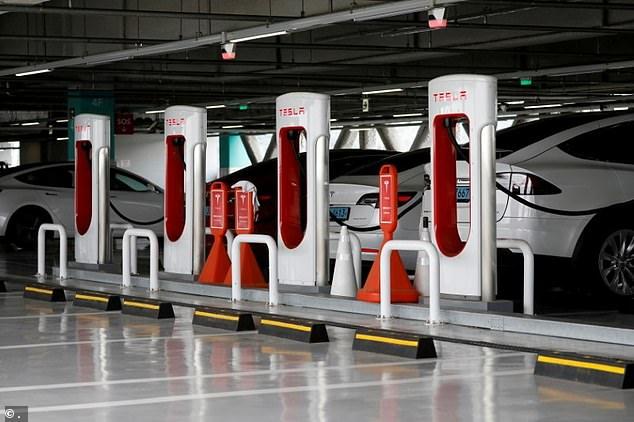 Según los informes, Tesla comenzará a permitir que otros fabricantes de automóviles usen su red Supercharger en 2022
