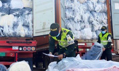 Caen en el puerto de cartagena 12 contenedores con textiles de contrabando